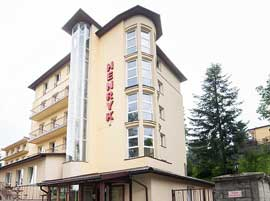Hotel Henryk - Od strony parkingu